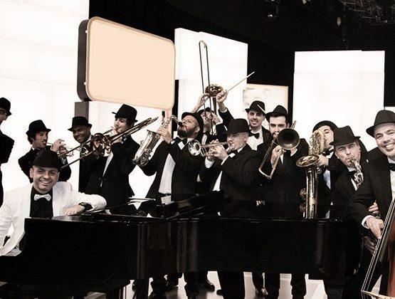 Actuación de la Gallaecia Big Band con la Nova Lira de Moraña